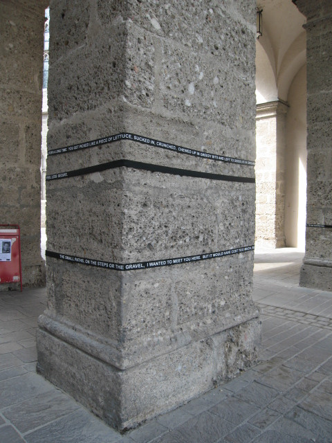 Elastics installed on columns in the city centre 2006